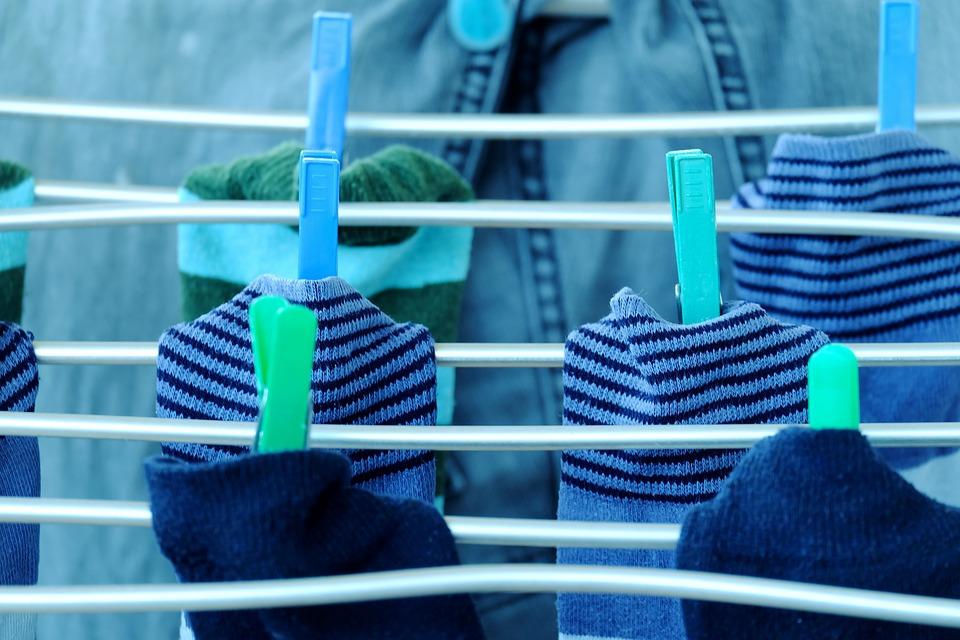 Masz problem z segregowaniem skarpetek? Zrób organizer na bieliznę DIY!
