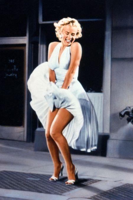 """Nogi aktorek podziwiano również w latach pięćdziesiątych – Marylin Monroe w filmie """"Słomiany wdowiec"""""""