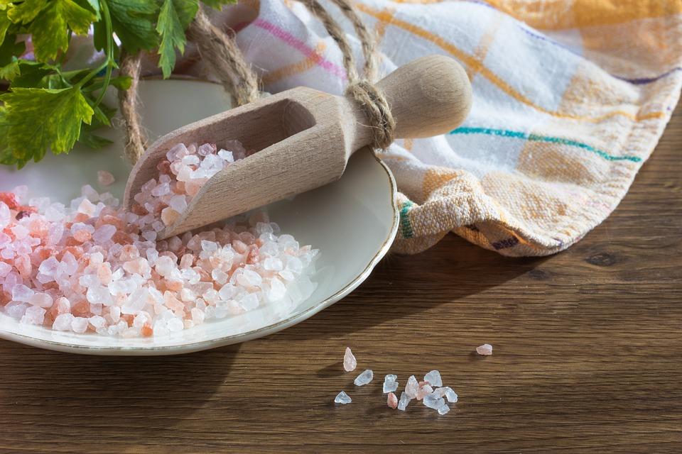 sól himalajska, peeling do stóp