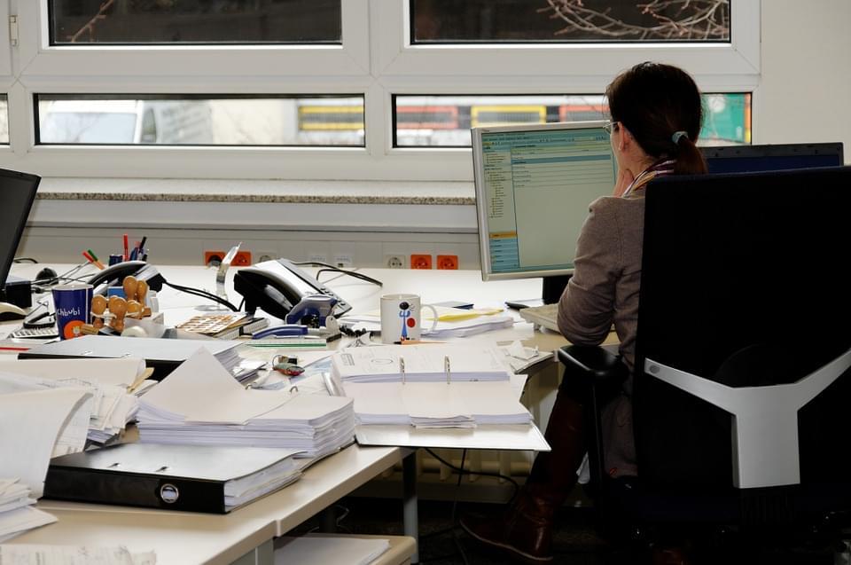 profilaktyka żylaków, praca siedząca, biurowa
