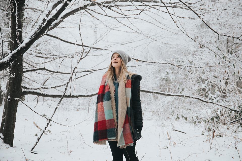 wełniany szal i czapka na zimę