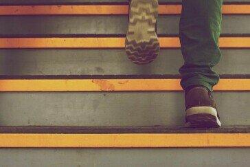 Ćwiczenia w domu – jak sprawić, by codzienne czynności przypominały... trening?