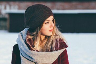 Dodatki na zimę 2020/2021 – już nie musisz wybierać, czy ma być ciepło, czy ładnie!